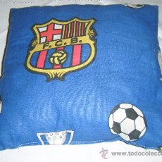 Coleccionismo deportivo: COJIN FUTBOL CLUB BARCELONA. Lote 31656328