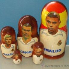 Coleccionismo deportivo: JUEGO TIPO MUÑECA RUSA MATRIOSKA. REAL MADRID CLUB FÚTBOL. RONALDO ZIDANE RAUL BECKHAM. . Lote 32824405