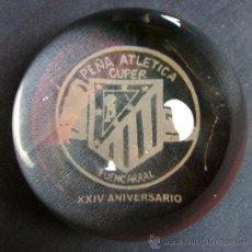 Colecionismo desportivo: PISAPAPELES FUTBOL PEÑA ATLÉTICA CUPER FUENCARRAL XXIV ANIVERSARIO ATLETICO DE MADRID ES LUPA. Lote 32946377