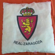 Coleccionismo deportivo: ALMOHADILLA COJIN DEL REAL ZARAGOZA. FUTBOL. ORIGINAL VINTAGE. Lote 34526517