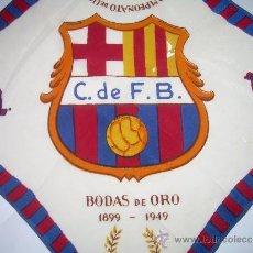 Coleccionismo deportivo: ANTIGUO Y RARO PAÑUELO DE SEDA.... DE LAS BODAS DE ORO DEL .C.F. BARCELONA...1899 -1949. Lote 35295899