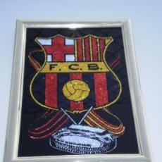 Coleccionismo deportivo: CUADRO HOLOGRAFICO CON ESCUDO Y CAMPO DEL FUTBOL CLUB BARCELONA. Lote 35625346