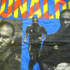 Coleccionismo deportivo: PEQUEÑA TELA PAÑUELO CON FOTOS RONALDO FC BARCELONA. Lote 35875942
