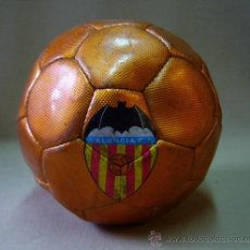 Coleccionismo deportivo: RARO BALON FUTBOL NARANJA, MERCHANDISING VALENCIA CF, 1975, DRAPS CENTER. Lote 36094314