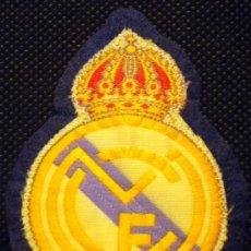 Coleccionismo deportivo: ESCUDO FUTBOL TELA ANTIGUO REAL MADRID PARA CAMISETA. Lote 170430058