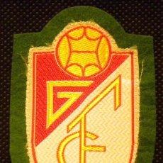 Coleccionismo deportivo: ESCUDO TELA CAMISETA FUTBOL GRANADA C.F.. Lote 98521696