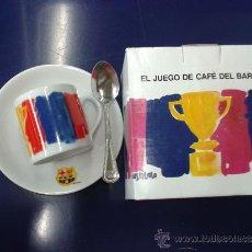 Coleccionismo deportivo: TAZA CUCHARILLA CON ESCUDO Y PLATO FC CF BARCELONA BARÇA DISEÑO VIVES FIERRO. NUEVO EN CAJA ORIGINAL. Lote 87090436