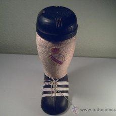 Coleccionismo deportivo: BOTA BOTELLA DE FUTBOL DEL REAL MADRID. Lote 37794922
