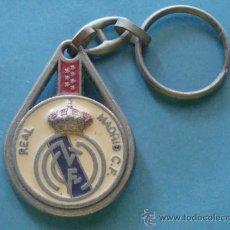 Coleccionismo deportivo: LLAVERO DE DEPORTES. REAL MADRID CLUB DE FÚTBOL. BOTA Y ESCUDO. . Lote 38195894
