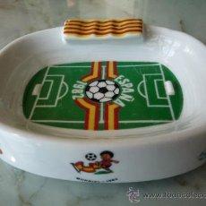 Coleccionismo deportivo: CENICERO ESTADIO MUNDIAL FUTBOL ESPAÑA 1982 / SENYERA BANDERA CATALUNYA / CERÁMICA O PORCELANA. Lote 39043741