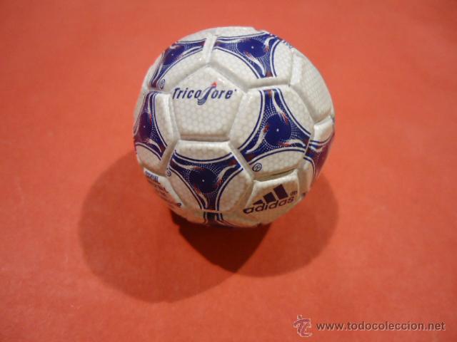 Coleccionismo deportivo: LLAVERO ADIDAS TANGO TRICOLORE MUNDIAL 1998 FIFA WORLD CUP - Foto 2 - 39325315