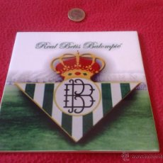 Coleccionismo deportivo: BONITO AZULEJO LOZA REAL BETIS BALOMPIE FUTBOL 16 CM X 16 CM CON SOPORTE DE PLASTICO. Lote 40407662