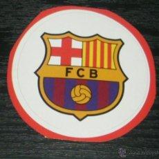 Coleccionismo deportivo: -PEGATINA CIRCULAR ESCUDO DE FUTBOL : BARCELONA. Lote 40766561
