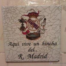 Coleccionismo deportivo: BONITO AZULEJO PARA COLGAR DEL REAL MADRID (MAS 5€ GASTOS ENVIO) AÑOS 80 - LEER DESCRIPCION. Lote 41273699