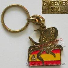 Coleccionismo deportivo: LLAVERO CAMPEONES DEL MUNDIAL 2010 PULPO PAUL Y BANDERA DE ESPAÑA ESPAÑOLA SUDÁFRICA FÚTBOL DEPORTE. Lote 41818986