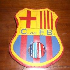 Coleccionismo deportivo: ESTUCHE DEL ESCUDO DEL BARÇA. FC BARCELONA. AÑOS 60-70. A ESTRENAR, DE TIENDA.. Lote 41969681