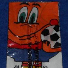 Coleccionismo deportivo: NARANJITO - PAÑUELO OFICIAL MUNDIAL 82 - ESPAÑA 82 - RFEF - VELLAS (1979) ¡IMPECABLE!. Lote 42922324