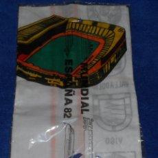 Coleccionismo deportivo: SEDES DEL MUNDIAL - PAÑUELO OFICIAL MUNDIAL 82 - ESPAÑA 82 - RFEF - VELLAS (1979) ¡IMPECABLE!. Lote 42922338