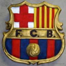 Coleccionismo deportivo: GRANDE ESCUDO F.C.B. MIDE ALTO 30,5 CM PESA 3.457 GRS. MATERIAL TERRACOTA. Lote 43055276