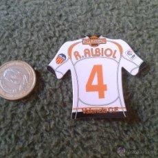 Coleccionismo deportivo: CROMO DE FUTBOL MAGNETS MAGNET MEGA FUTBOL LIGA BBVA 2008 2009 CAMISETAS IMAN RAUL ALBIOL VALENCIA. Lote 43186327