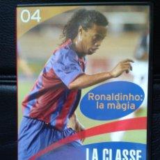 Coleccionismo deportivo: DVD LA CLASSE DEL BARÇA 4 APRENDE JUGAR A FÚTBOL CON CRACKS FÚTBOL CLUB BARCELONA RONALDINHO. Lote 43791437
