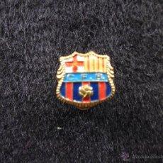 Coleccionismo deportivo: ANTIGUO PIN DE AGUJA OJAL ALFILER FUTBOL CLUB F.C BARCELONA CF BARÇA FC ESCUDO CENTRO AZUL C.F.B. Lote 44301808