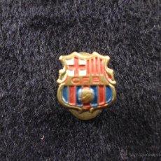 Coleccionismo deportivo: ANTIGUO PIN DE AGUJA OJAL ALFILER FUTBOL CLUB F.C BARCELONA CF BARÇA FC ESCUDO CENTRO C.F.B. Lote 44301847