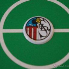 Coleccionismo deportivo: CHAPITA DE FUTBOL DE METAL ESCUDO DE LA U.D. SALAMANCA. Lote 201977932