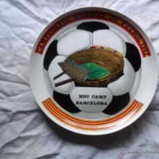 Coleccionismo deportivo: CURIOSO PLATO DEL CAMPEONATO MUNDIAL DE FUTBOL 1982 NOU CAMP BARCELONA - NARANJITO- MUNDIAL 82. Lote 44429522