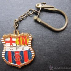 Coleccionismo deportivo: LLAVERO ANTIGUO ESCUDO FC BARCELONA FUTBOL AÑOS 80. Lote 45388899