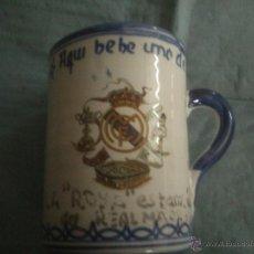 Coleccionismo deportivo: VASO REAL MADRID AQUI BEBE UNO DEL REAL MADRID . Lote 45567894