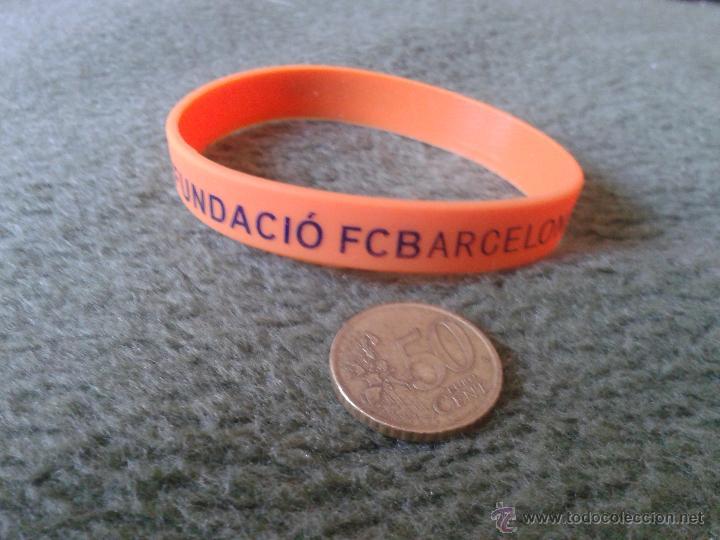 BONITA PULSERA DE GOMA COLOR NARANJA FUNDACIO FUTBOL CLUB BARCELONA BARSA. ESCASA. FUNDACION (Coleccionismo Deportivo - Merchandising y Mascotas - Futbol)