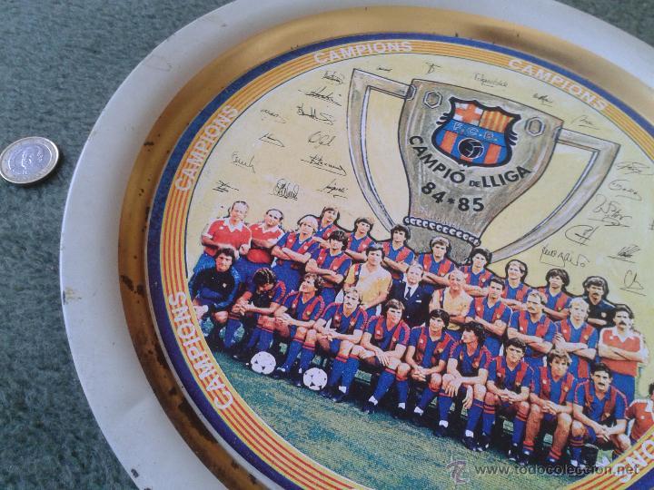 Coleccionismo deportivo: PLATO METAL PLANTILLA FUTBOL CLUB BARCELONA BARSA CAMPIO DE LLIGA 84 85 CAMPEON LIGA FIRMAS - Foto 2 - 47119319