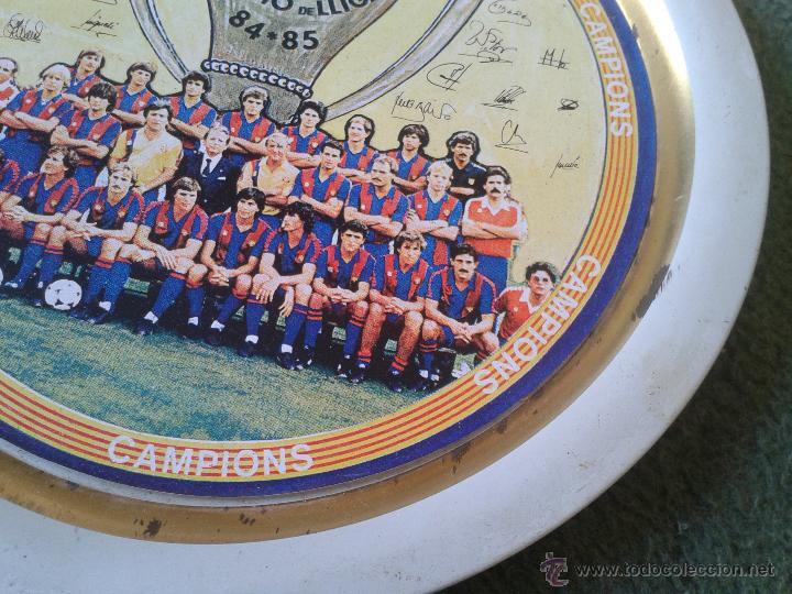 Coleccionismo deportivo: PLATO METAL PLANTILLA FUTBOL CLUB BARCELONA BARSA CAMPIO DE LLIGA 84 85 CAMPEON LIGA FIRMAS - Foto 3 - 47119319