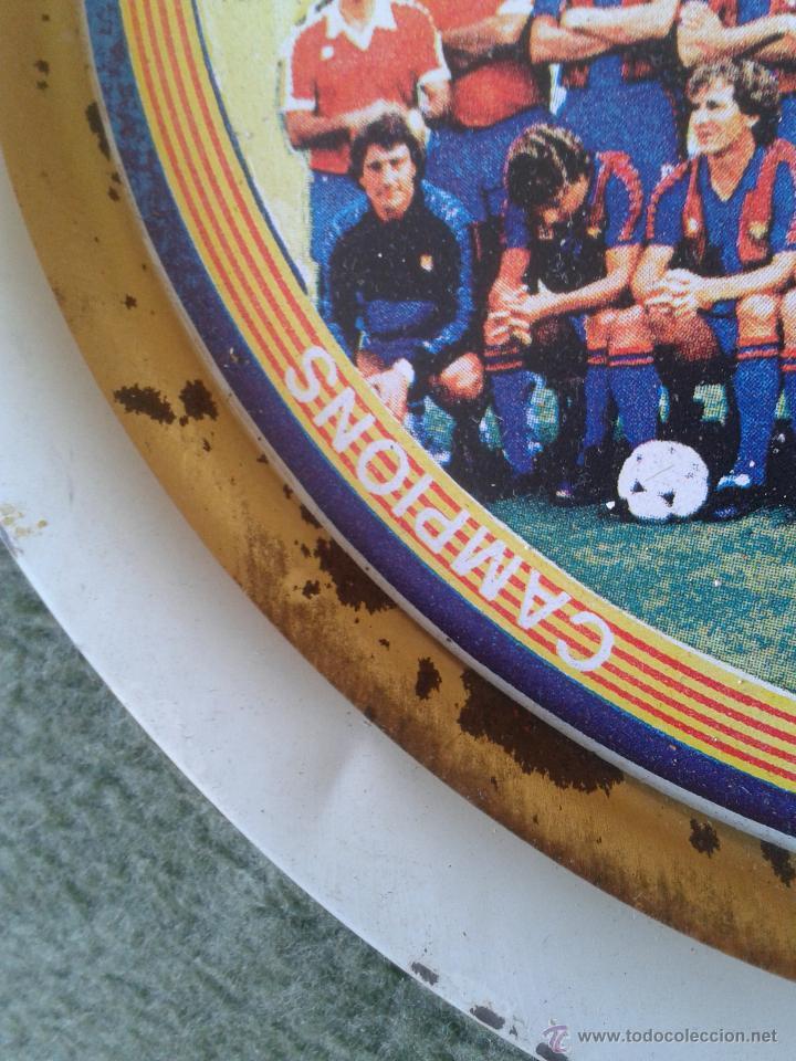 Coleccionismo deportivo: PLATO METAL PLANTILLA FUTBOL CLUB BARCELONA BARSA CAMPIO DE LLIGA 84 85 CAMPEON LIGA FIRMAS - Foto 10 - 47119319