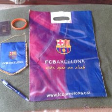 Coleccionismo deportivo: LOTE CULE BARSA FCB FUTBOL CLUB BARCELONA BOLIGRAFO PULSERA DE GOMA BOLSA BANDERIN Y AGENDA. OFERTA. Lote 47163996