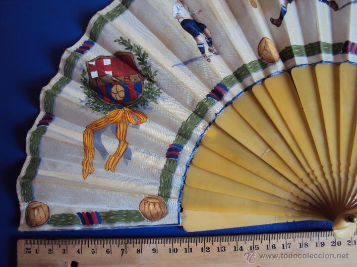 Coleccionismo deportivo: (F-0022)ABANICO ESCENAS FOOT-BALL,F.C.BARCELONA AÑOS 20,PINTADO A MANO,ILUSTRADOR C.CALVO - Foto 7 - 47936509
