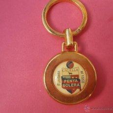 Coleccionismo deportivo: LLAVERO DE LA PEÑA BARCELONISTA SOLERA DE CALELLA. Lote 48321056