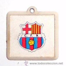 Coleccionismo deportivo: COLGANTE ANTIGUO FUTBOL VINTAGE FC BARCELONA CFB BARCELONA SIGLAS ANTIGUAS. IMAGEN MOVIMIENTO.. Lote 48441583
