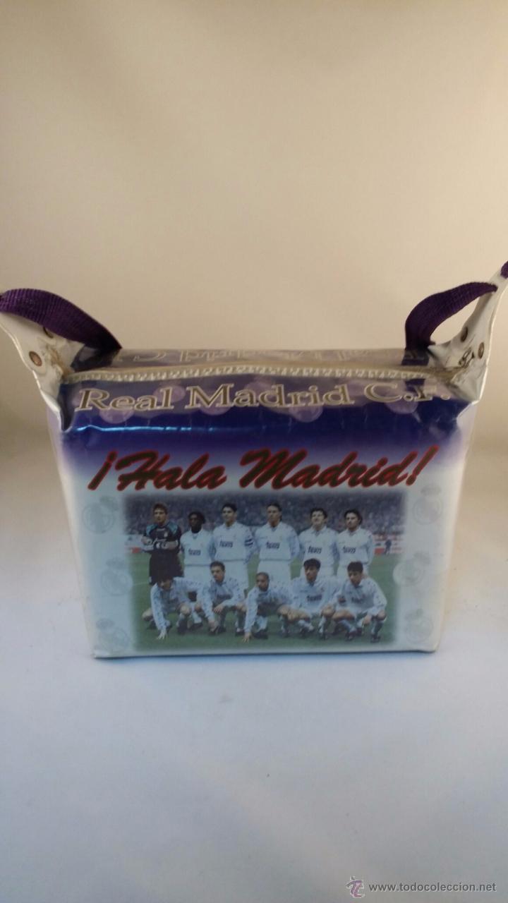 NEVERA DE PLAYA DEL REAL MADRID DE 1996. TAMAÑO 27X18X14 CM (Coleccionismo Deportivo - Merchandising y Mascotas - Futbol)