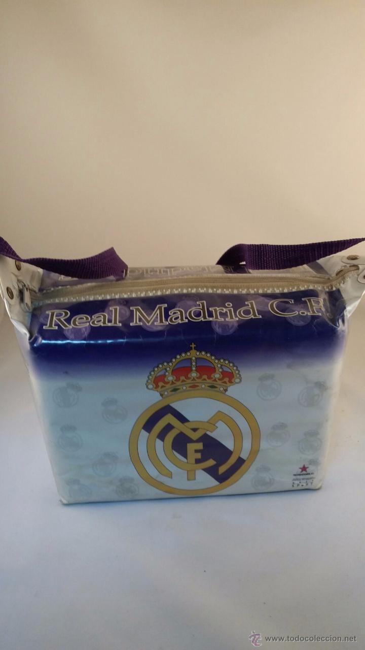 Coleccionismo deportivo: Nevera de playa del Real Madrid de 1996. Tamaño 27x18x14 cm - Foto 4 - 48574692
