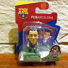 Coleccionismo deportivo: FC BARCELONA - SOCCERSTARZ - XAVI HERNANDEZ - FIGURA D - FUTBOL - PRECINTADO - BLISTER - NUEVO. Lote 49942657
