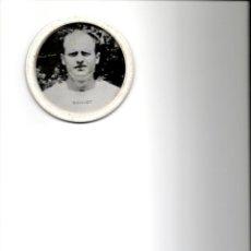 Coleccionismo deportivo: POSAVASOS FÚTBOL PUBLICIDAD CERVEZAS EL CIERVO GUILLOT JUGADORES DEL VALENCIA C.F. AÑOS 60. Lote 48844435
