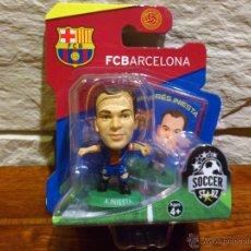 Coleccionismo deportivo: FC BARCELONA - SOCCERSTARZ - ANDRES INIESTA - FIGURA E - FUTBOL - PRECINTADO - BLISTER - NUEVO. Lote 48937458