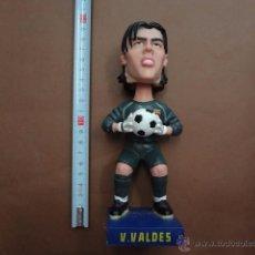 Coleccionismo deportivo: FIGURA DE VICTOR VALDES - MUEVE LA CABEZA - CAR80. Lote 50028954