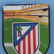 Colecionismo desportivo: ATLETICO DE MADRID, ESCUDO. ESTUCHE ESCOLAR DE CREMALLERA. PLUMIER DE 12 PINTURAS AÑOS 70. Lote 50209588