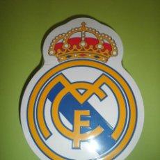 Coleccionismo deportivo: LATA REAL MADRID PRODUCTO LICENCIADO OFICIAL NUEVO PRECINTADO GRANDE FÚTBOL. Lote 50547004