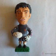 Coleccionismo deportivo: MUÑECO PVC GOMA (TAMAÑO 9 CM. APROX. ALTURA) VITOR BAIA FC BARCELONA TEMPORADA 1996 1997. Lote 50578715