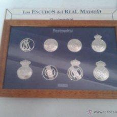 Coleccionismo deportivo: LOS ESCUDOS DEL REAL MADRID COLECCION DIARIO MARCA MADERA CON CRISTAL ( COMPLETA ). Lote 51012942