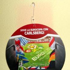 Coleccionismo deportivo: COLGANTE PUBLI FUTBOL EUROCOPA 2012 UEFA EURO CERVEZA CARLSBERG BEER FOOTBALL. Lote 51464352